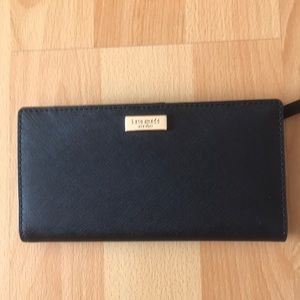 Kate Spade ♠️ NWT Stacy Wallet in Black.